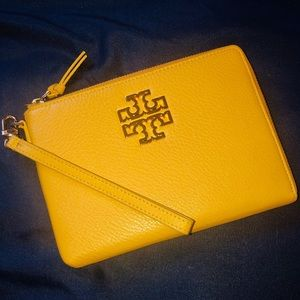 Offers?? 💕Tory Burch Oversized Wristlet